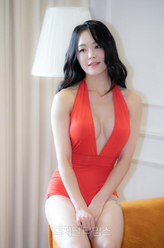 [포토] 이예진, 레드 컬러 수영복의 도발